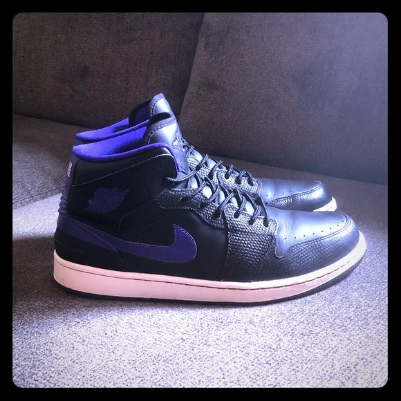 promo code bfe9d d99e6 Jordan Retro 1 purple snakeskin men's size 11